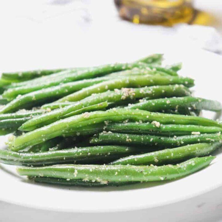 instant pot garlic parmesan green beans on plate