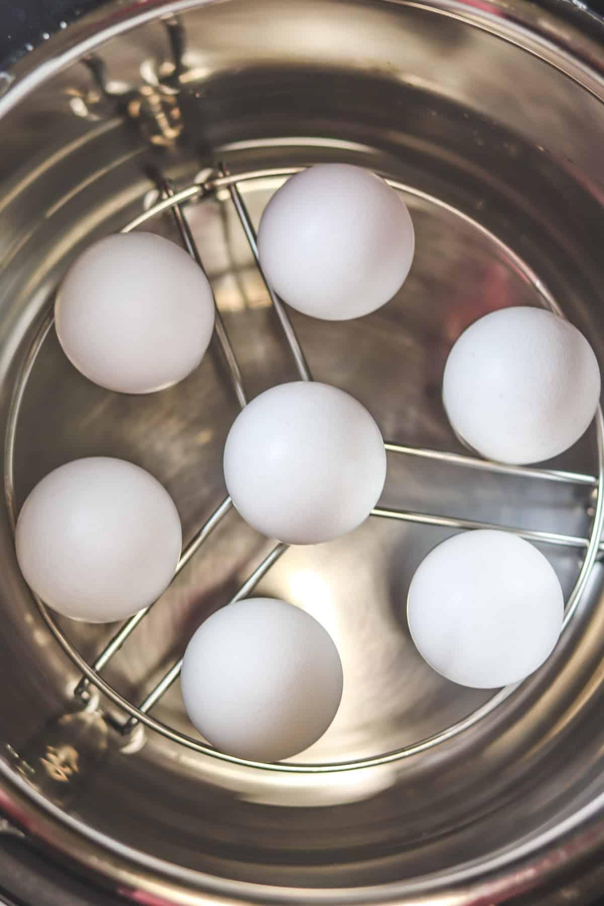 eggs on egg trav in instant pot