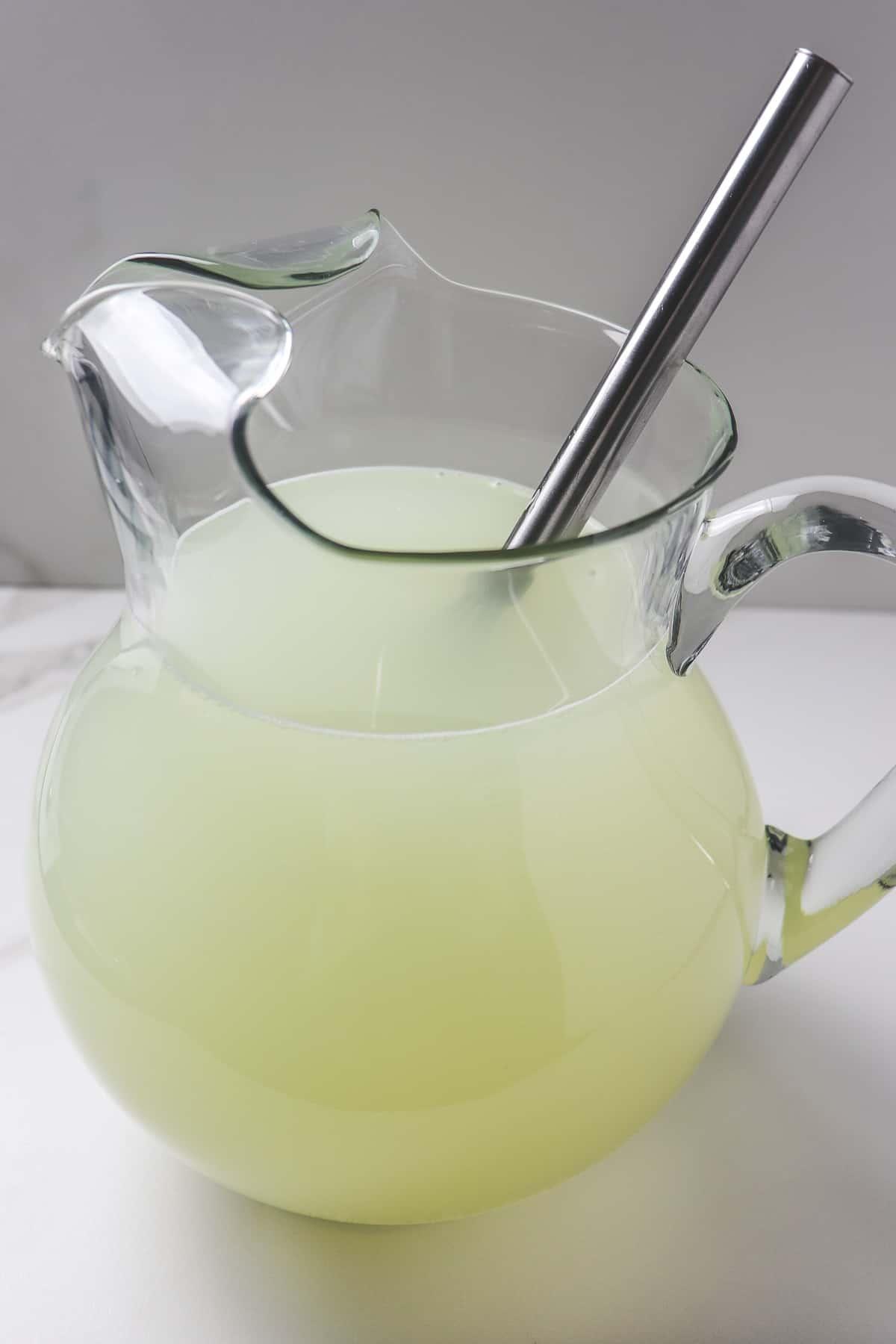 whisking stevia into lemonade mixture